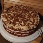 Tort orzechowy słodko-kwaśny (ok. 406 kcal/100g)