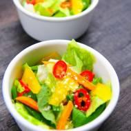 Orientalna surówka z młodych warzyw