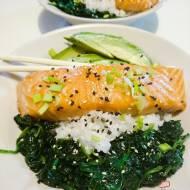 Pieczony łosoś teriyaki z ryżem sushi