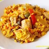 Kurczak z ryżem i warzywami po chińsku