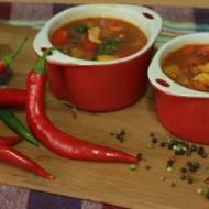 Pikantna zupa gulaszowa z papryką