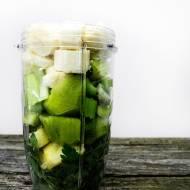 Zielony koktajl z natki pietruszki, cytryny i kiwi