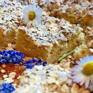 Ciasto drożdżowe z rabarbarem, słonecznikiem i płatkami owsianymi