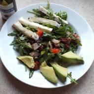 Sałatka na bogato z avocado i chia