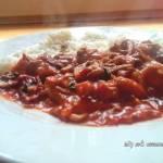 Pomidorowy gulasz z pieczarkami