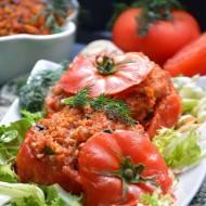 Faszerowane pomidory kaszą bulgur z warzywami