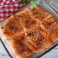 Łosoś pieczony w ziołach toskańskich, aromatyczny, soczysty z piekarnika.