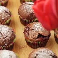 Muffinki czekoladowo-bananowe z konfiturą truskawkową