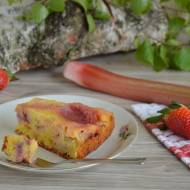 Ciasto odwracane z truskawkami i rabarbarem