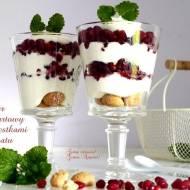 Deser jogurtowy z pestkami granatu