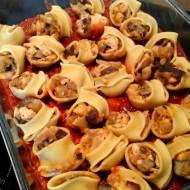 Muszle makaronowe z farszem z bakłażana, kurczaka i sera lazur