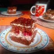 Kremowe ciasto z wiśniami