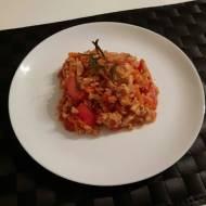 Czerwona potrawka z ryżem i warzywami