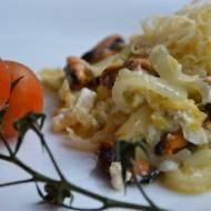Jajecznica z grillowanymi małżami