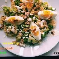 Makaronowa sałatka z brokułami i krczakiem