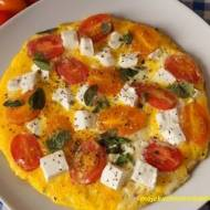 Omlet z pomidorkami, fetą i bazylią