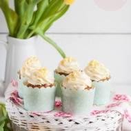 Babeczki marchewkowe z bakaliami i kremem z mascarpone i białej czekolady