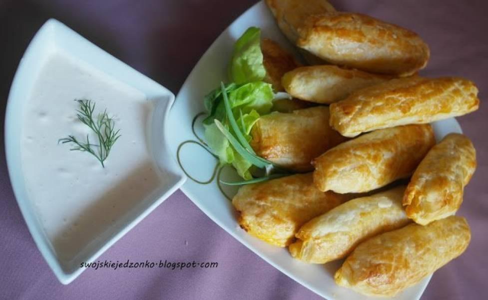 Szybkie bułeczki z farszem a'la kebab i sosem czosnkowym
