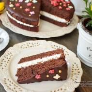 czekoladowe ciasto z bitą śmietaną