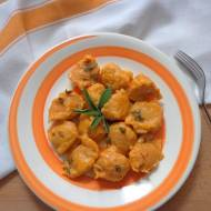 Kluseczki z marchewki podane z szałwiowym masełkiem (Gnocchi di carote al burro fuso e salvia)