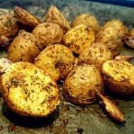 młode ziemniaczki pieczone z czosnkiem i ziołami