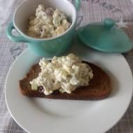 Pasta Jajeczna z Selerem i Rzodkiewką