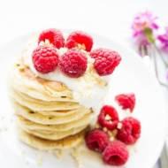 Kokosowe placki śniadaniowe ( pancakes ) z jogurtu greckiego.