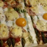 Pizza ze szparagami i jajem sadzonym