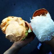 Wegańskie lody różane z makaronem ryżowym.