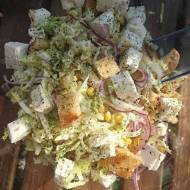 Sałatka z grzankami i kozim serem – do grilla