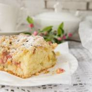 Jogurtowe ciasto z rabarbarem i kruszonką