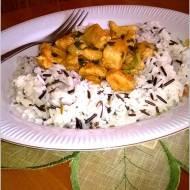 Ryż z delikatnym kurczakiem w ziołowym sosie (z pietruszką)