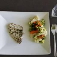 Filet z indyka w tymianku z warzywami na parze