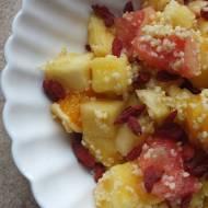 Sałatka tropikalna, owocowa z kaszą jaglaną i jagodami goji