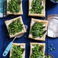 Tarty ze szparagami i zielonym groszkiem