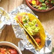 Tacos z guacamole i salsą nektarynkową