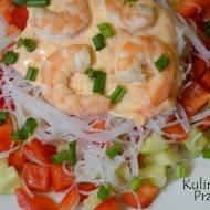 Sałatka z krewetkami i makaronem chińskim