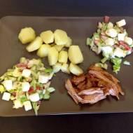 Młode ziemniaczki z pulled pork i wiosenną sałatką