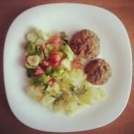 Pomysł na obiad - pulpety z ziemniakami i sałatą