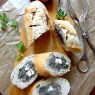 Grillowana bagietka faszerowana pieczarkami i serem lazur