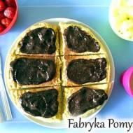 Pełnoziarnisty omlet biszkoptowy z fit nutella i owocami