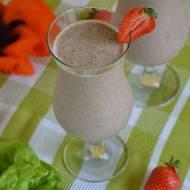 Koktajl owocowo-warzywny z truskawkami, szpinakiem i sałatą