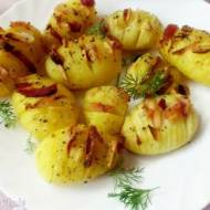 Pieczone ziemniaki z czosnkiem i wędzonym boczkiem