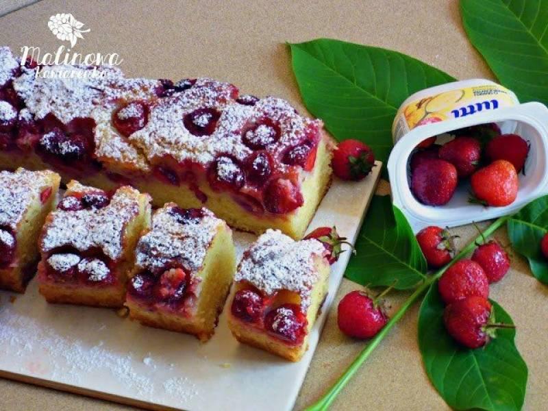 Waniliowe ciasto z truskawkami   -   (kubeczkowe)