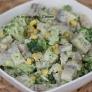 Sałatka śledziowa z brokułami