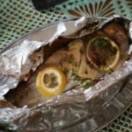 Ryba z grilla lub piekarnika nadziewana warzywami