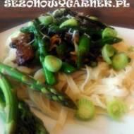 Stir-fry ze szparagami i polędwicą