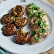 Polędwiczki w sosie śmietanowym z suszonymi pomidorami i whisky z pieczonymi młodymi ziemniakami z rozmarynem