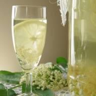 Lemoniada z kwiatów bzu