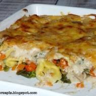 Tortellini zapiekane z warzywami pod beszamelowa pierzynką